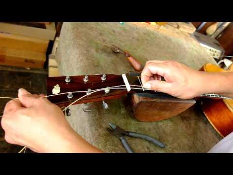 การใส่สายกีต้าร์ โดย Hippo Acoustic Workshop