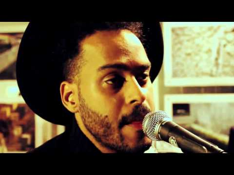 Клип Twin Shadow - Shooting Holes