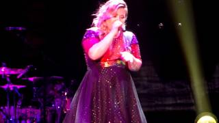 "Kelly Clarkson Covers ""Off to the Races"" by Lana Del Rey"