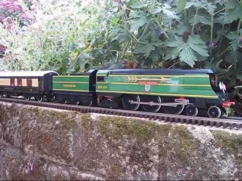Electric O Gauge Trains Running In The Garden – July 2011 – A – OO 00 8