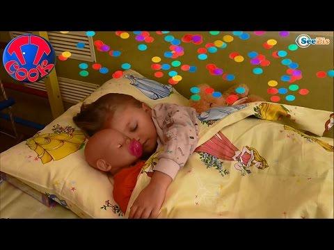 ✔ Кукла Беби Борн. Ярослава ждет подарки на День Святого Николая / Doll Baby Born with Yaroslava ✔