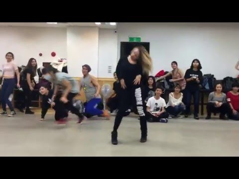 Elena Ninja-Bonchinche' (Fraules) vogue solo during classes in Taiwan