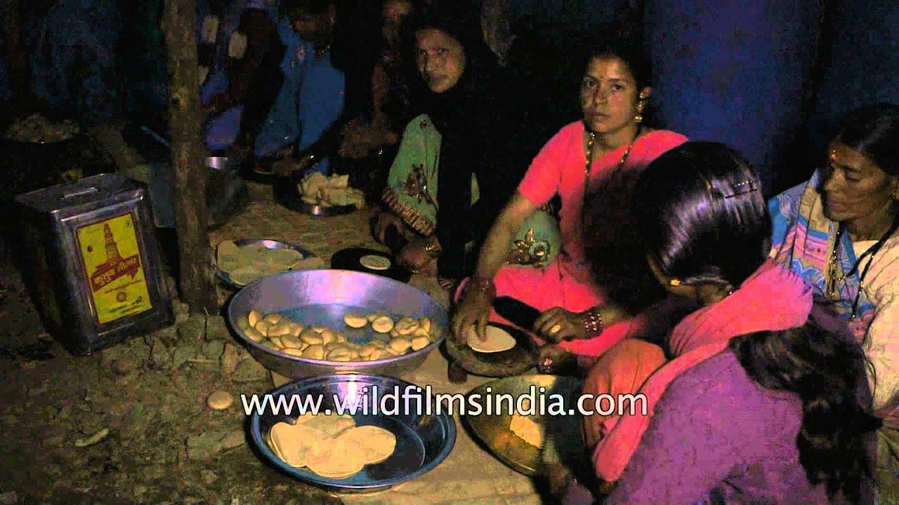 Village Women Making Puri In India Youtube