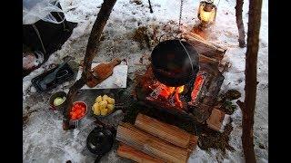 焚き火で料理 雪中キャンプでトライポッド Beef stew in the snow