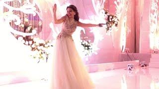 مريام فارس تغني وتقدم رقصة خليجية في فرح بدبي