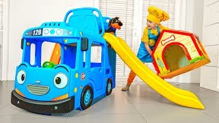Eli and daddy make delivery with New Bus Slide