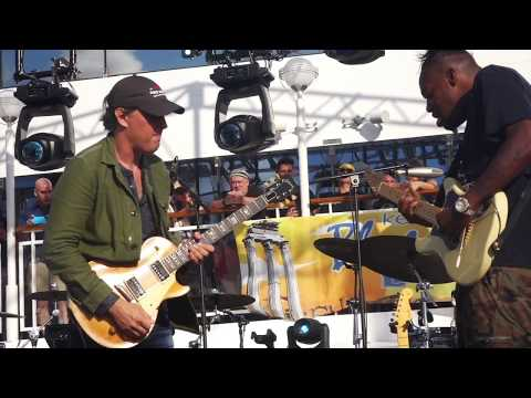 """Mark Tremonti explains why Eric Gales """"could be the best guitar player on Earth""""   Guitarworld"""