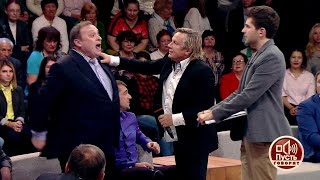 Скандал на«Пусть говорят». Андрей Разин накинулся наДмитрия Борисова.