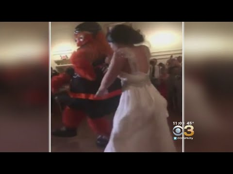 Flyers Fan Gets Surprise Of A Lifetime When Gritty Crashes Her Wedding