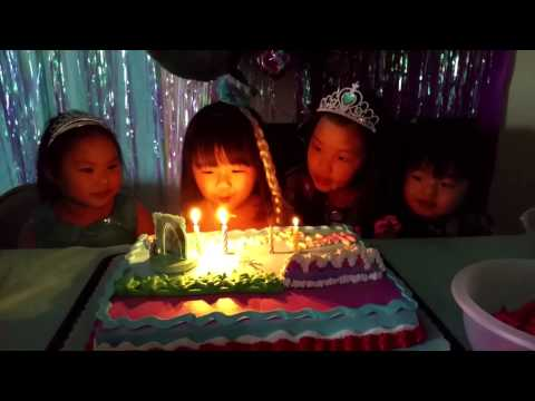 Frozen Birthday Party, Kids Singing Happy Birthday!