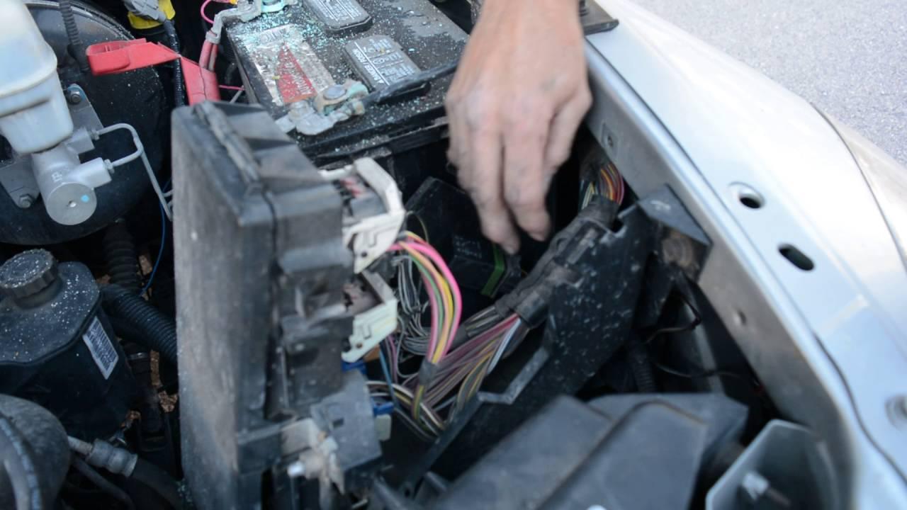 2500 2006 Dodge Under Hood Ram
