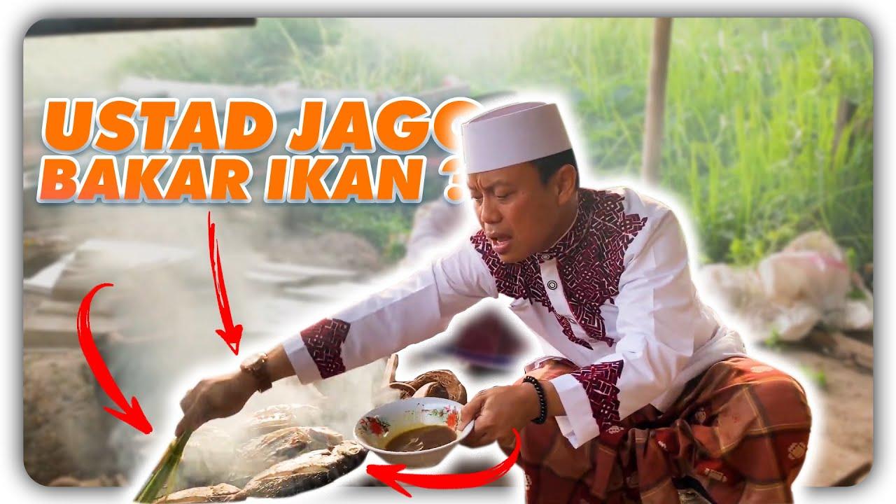 Ustad Das'ad Latif  MASAK bakar ikan ( tunu bale ) sambil memberi nasehat kepada ibu-ibu