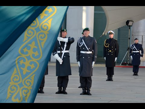 Ehrenbataillon - Kasachstans Präsident Tokajew - Militärische Ehren