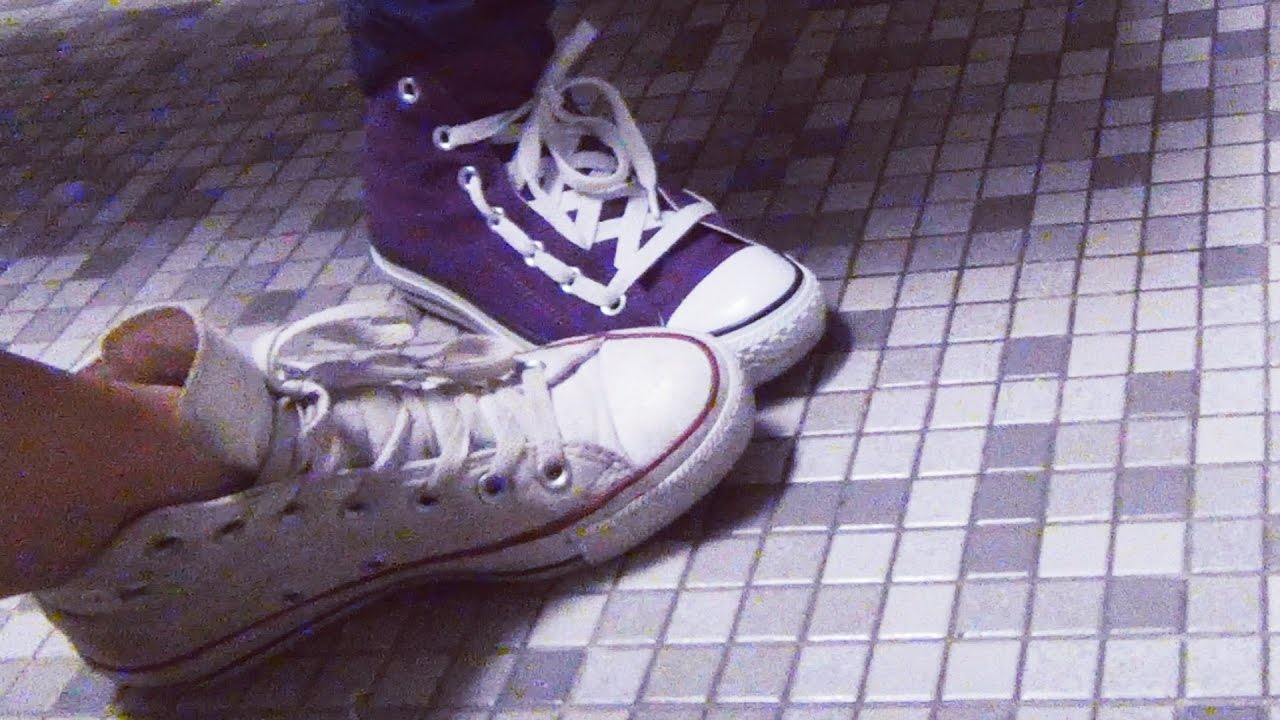 Girls shoes satll toilet FOOTSIE IN THE BATHROOM (GIRL VERSION)