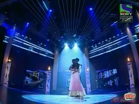 Shahrukh Khan And Madhuri Dixit - When Magic Happens On Stage!