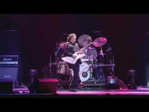 Клип Gary Moore - Stand Up