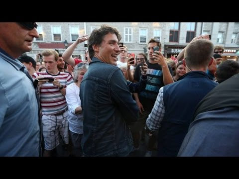 Justin Trudeau signs message of thanks at Tragically Hip concert