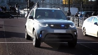 London police unmarked Land Rover Discovery 5 responding