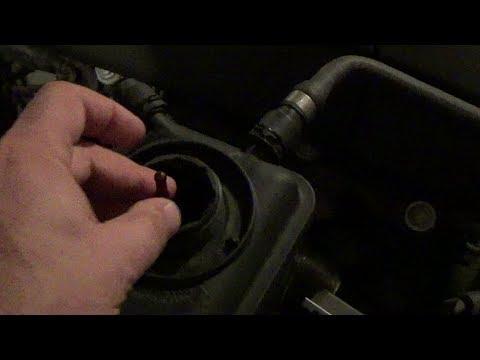 BMW E60 5 SERIES  Когда проверять уровень антифриза.  СКОЛЬКО ДОЛИВАТЬ.  ВСЕ ПРО АНТИФРИЗ.