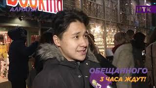 Солист Rammstein Тилль Линдеманн в Казахстане выгулял девушку на поводке.