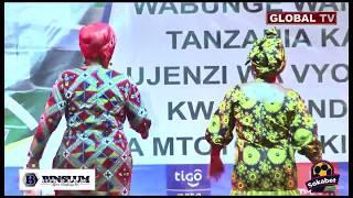 Tazama WABUNGE Wakifanya CUT- WALK Onyesho la Mavazi