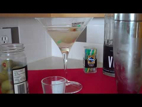 The Best Dirty Martini Recipe [SPECIAL TIP]