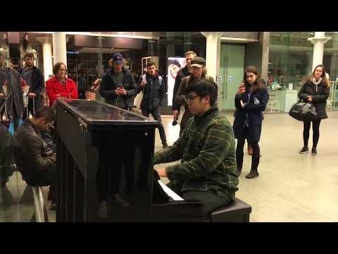 London 2017 Piano Performance King's Crossing St. Pancras Train Station (Zephayo)
