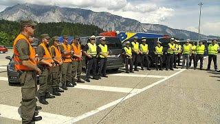 Австрия направила на границы сотни военных