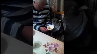 Просто чей-то кот ест суп