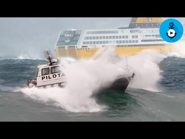 Mareggiata, il pilota cerca di salire sul Mega Express Two