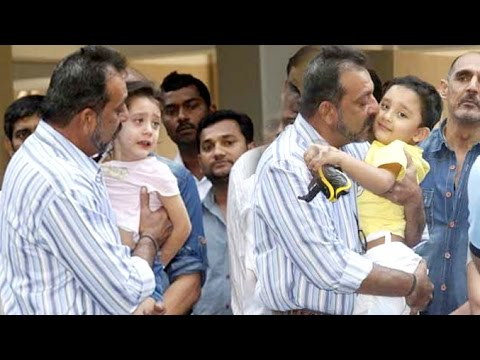 Sanjay Dutt Playing With His CUTE Twin Children
