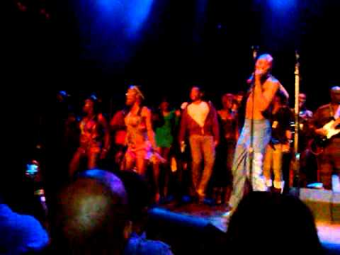 Seun Kuti on Stage in Chicago with the Cast of FELA!