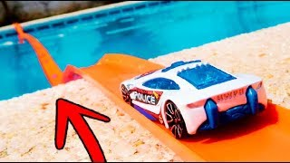 SE PUEDE CRUZAR LA PISCINA CON COCHES DE HOT WHEELS ?? thumbnail