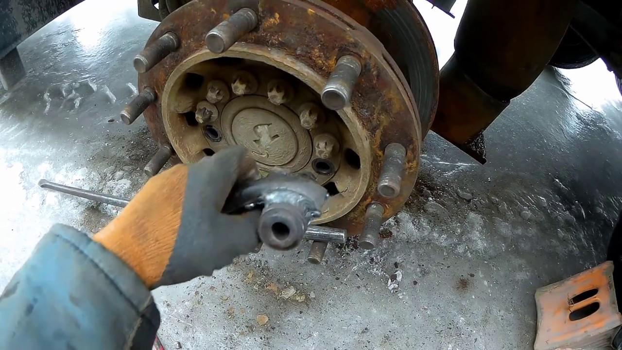 Ремонт полуприцеп Schmitz  Тормозной диск замена, прицеп Schmitz Шмитц. Brake disc replacement