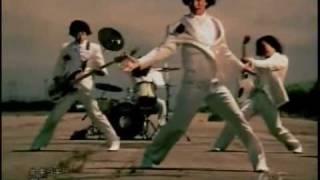 ニコ動より。 2ndビデオシングル。2003年8月20日発売。風強すぎじゃね?