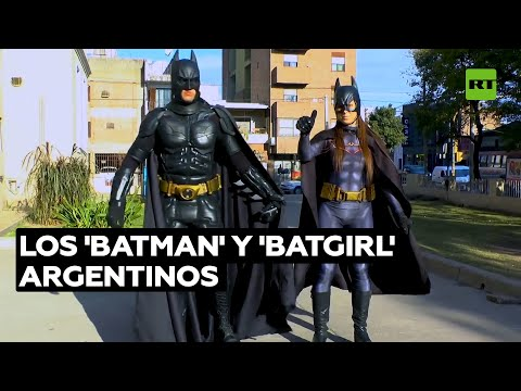 'Batman' visita hospitales infantiles para repartir alegría entre los niños @RT Play en Español