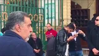 بالصور والفيديو- وصول مدحت صالح ومحمود حميدة لجنازة محمد متولي