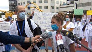 """Sanitarios protestan en Hospital Vall d'Hebron: """"Queremos derechos"""""""
