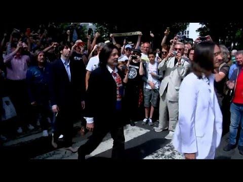 شاهد: محبو فرقة البيتلز يعيدون إنتاج صورة عالمية عمرها نصف قرن بالضبط…  - 07:53-2019 / 8 / 9