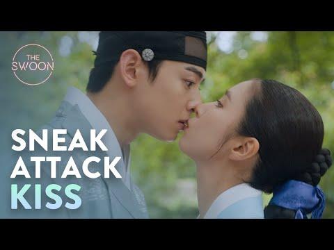 Shin Sae-kyeong stealth-kisses shy Cha Eun-woo   Rookie Historian Ep 13 [ENG SUB]