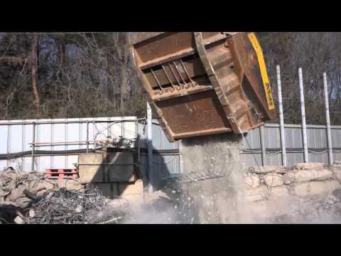 トンネルパネルを簡単に破砕するMBバケットクラッシャー BF120.4