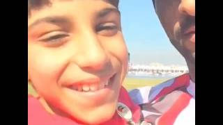بالفيديو: سمو الشيخ حمدان بن راشد يظهر مع طفل معاق