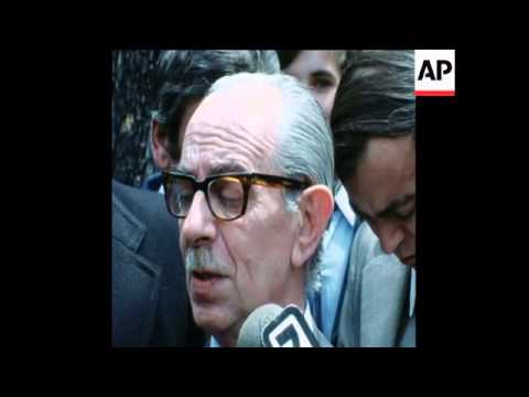 SYND 15 11 75 CABINET MINISTERS LEAVE BUENOS AIRES HOSPITAL AFTER MEETING WITH ISABEL PERON