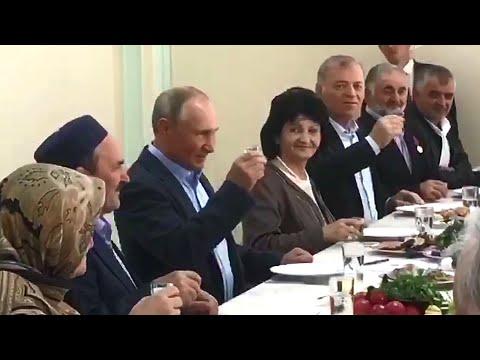 В Дагестане спустя 20 лет В.Путин поднял ту самую рюмку за павших героев вместе с жителями Ботлиха.