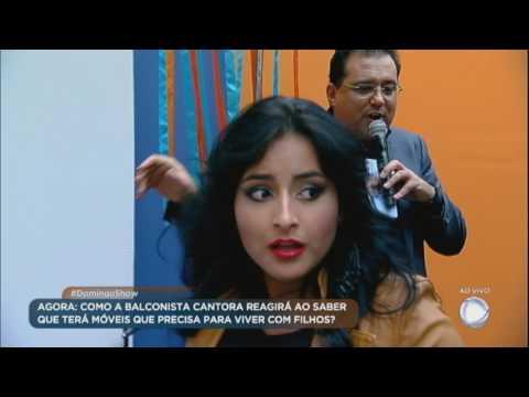 Renata solta a voz no palco do Domingo Show e ganha surpresa