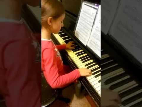 Юная пианистка