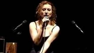 Tori Amos-New Haven 05-11-96 LS=15-Me And A Gun