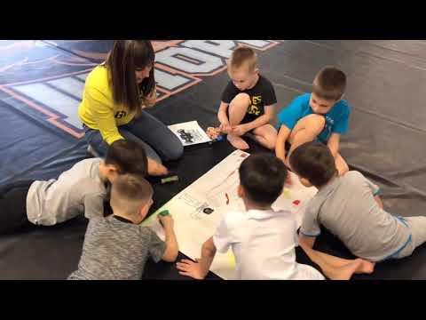 Праздничная тренировка воспитанников школы «Шторм» ко Дню защитника Отечества