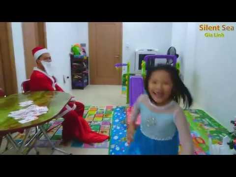 Gia Linh và Em Cò Dọn Nhà Đón Ông Gia  Noel Đến Tặng Quà Giáng sinh,