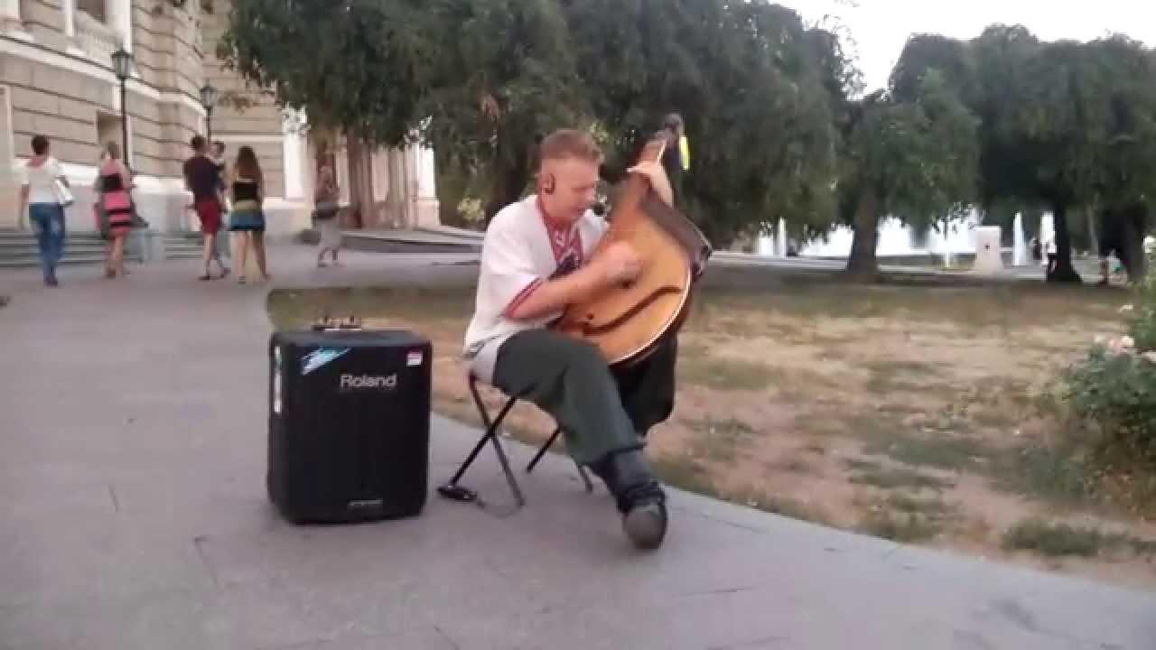 """""""Незалежність"""" під акомпанемент бандури Одеса, біля"""